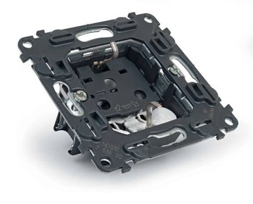Механизм электрической розетки Legrand Valena IN'MATIC с заземлением на безвинтовых зажимах 753021