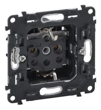 Механизм электрической розетки Legrand Valena IN'MATIC с заземлением на винтовых клеммах 753025