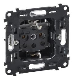 Механизм электрической розетки Legrand Valena IN'MATIC с заземлением на винтовых клеммах со шторками 753029