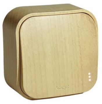 Проходной переключатель с подсветкой одноклавишный 10А Quteo (Дерево) 782264+782257
